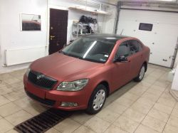 Оклейка Skoda Octavia пленкой Arlon red aluminium
